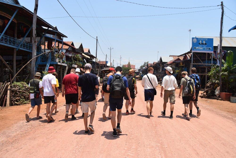 rongotai_historygeo_cambodia_floatingvillage_46